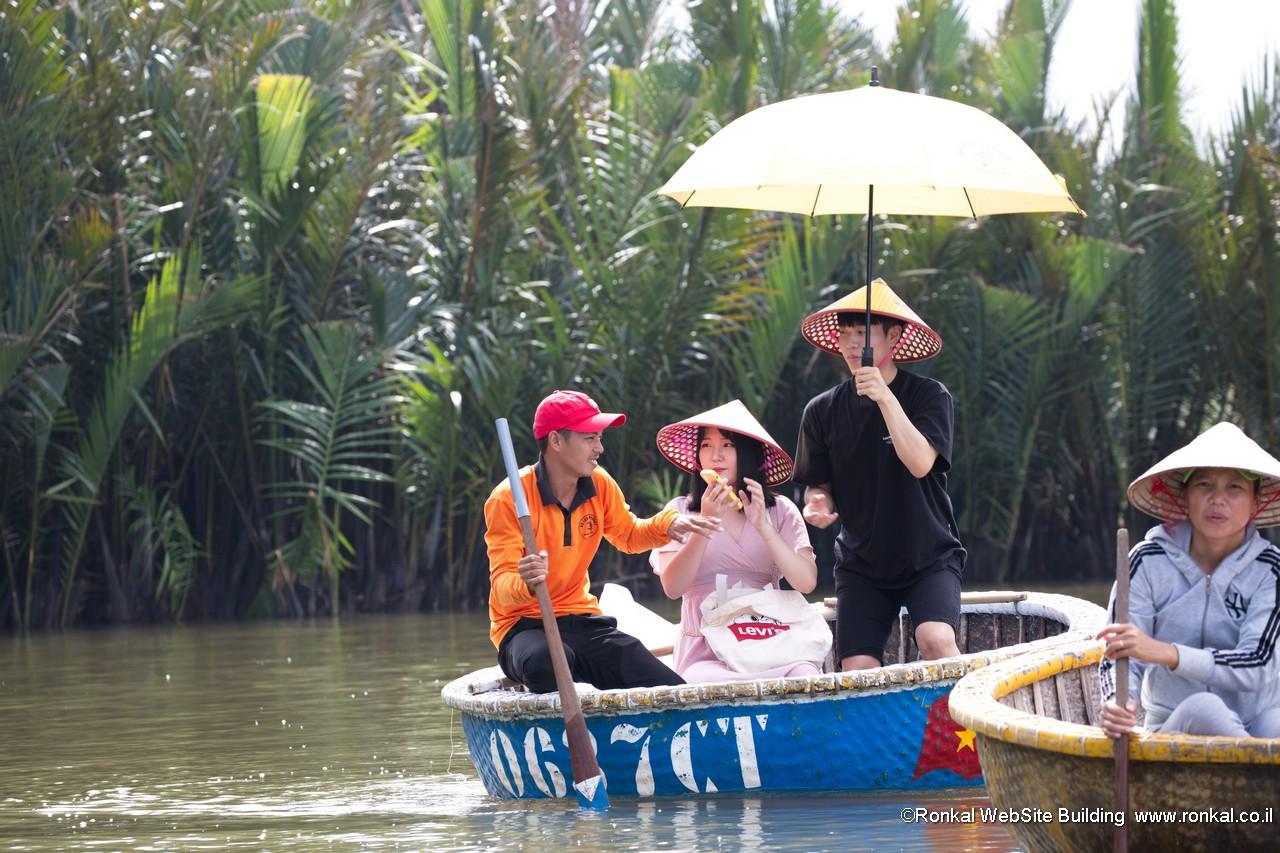 סירות במבוק עגולת ויטנאם