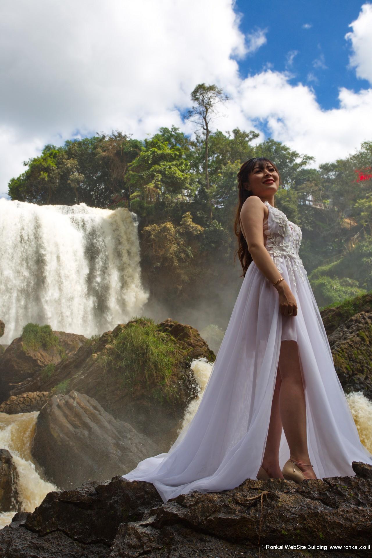 Elephant Waterfall bride ויטנאם