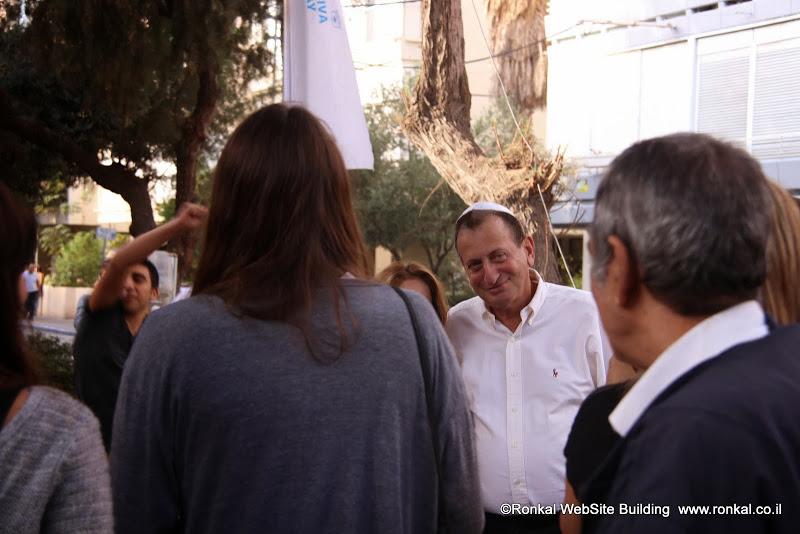 ראש מדינת תל אביב חלדאי חוגג חנוכה