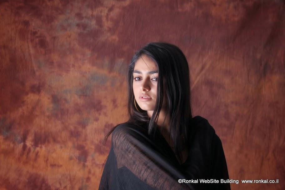 צילום מודל בסטודיו של אלון קירה