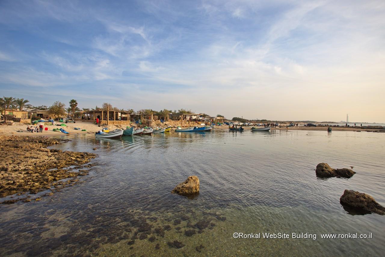 ג'סר א-זרקא, חוף ים, כפר דייגים