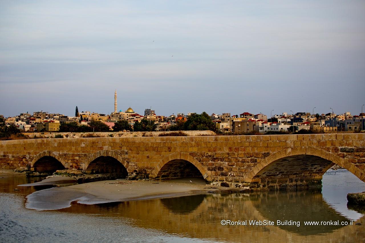 גשר וילהלם המשוחזר בשפך נחל תנינים